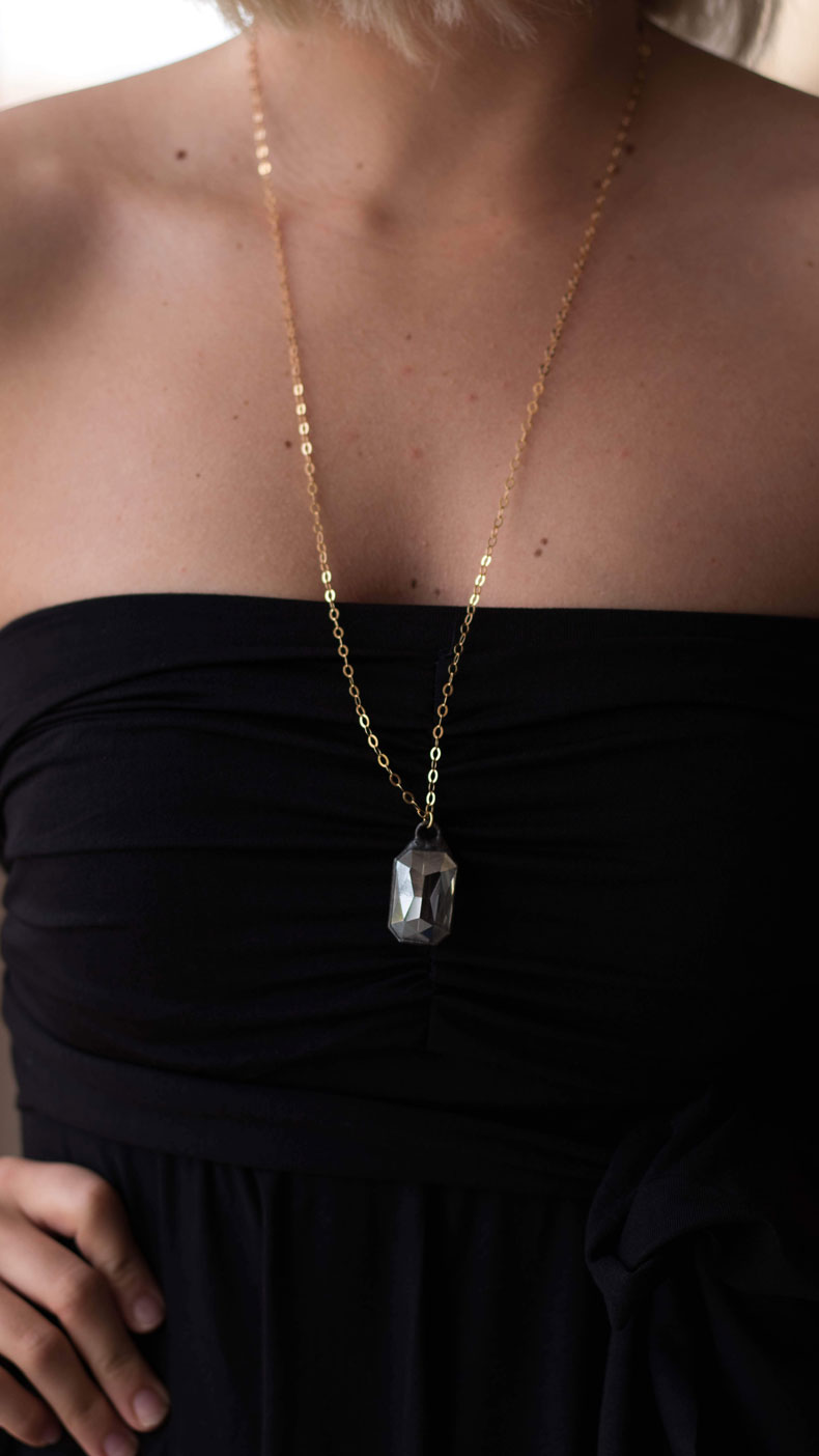 Gold Necklace with Diamond Pendant